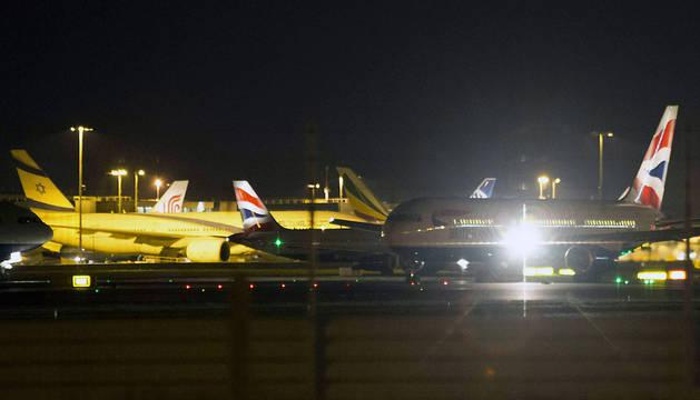 Un avión, en el aeropuerto de Heathrow este viernes