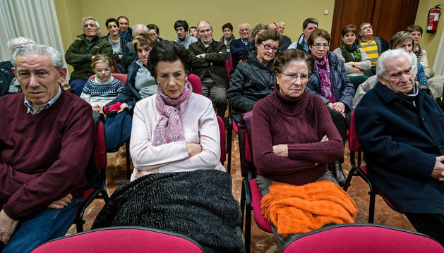 La charla previa a la inauguración casi llenó la sala del Ayuntamiento de Murieta.