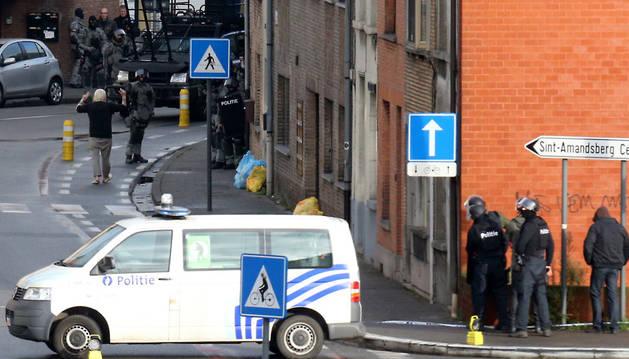 Detienen a tres de los cuatro hombres encerrados en un piso