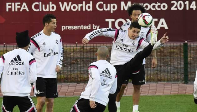 Los jugadores del Real Madrid, en el entrenamiento del lunes