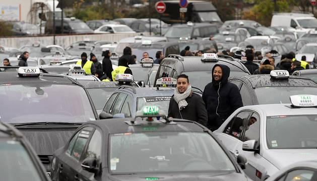 Taxistas protestan en París este lunes