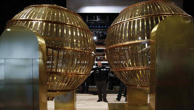 Los bombos de la lotería llegan al Teatro Real