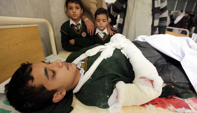 Al menos 86 muertos y 38 heridos en el asalto a una escuela en Pakistán