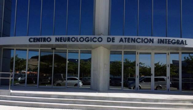 Acceso al Centro Neurológico de Atención Integral (CNAI) ubicado en Imárcoain