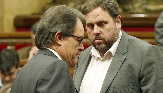 Artur Mas y Junqueras conversan tras su reunión.