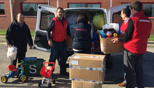 Una campaña de Rockwool con Cruz Roja recoge más de 200 juguetes