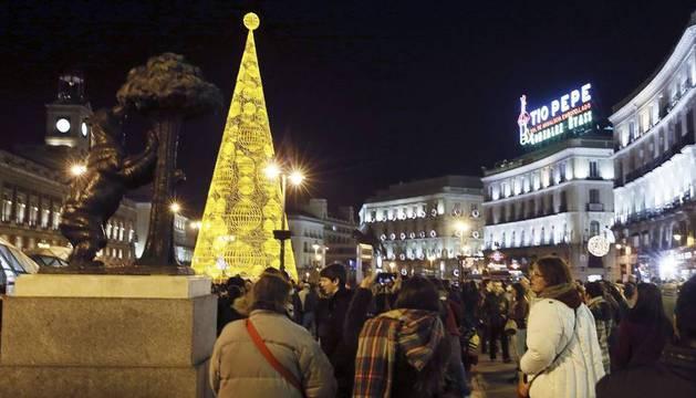 El cartel de Tío Pepe, en una abarrotada Puerta del Sol, el pasado día 19