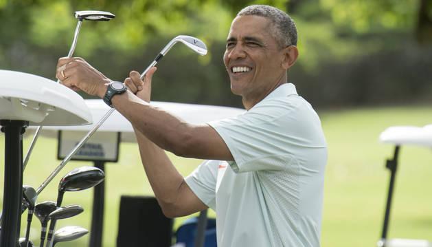 Obama, jugando al golf