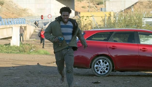 Más de 200 inmigrantes tratan sin éxito saltar la valla de Melilla