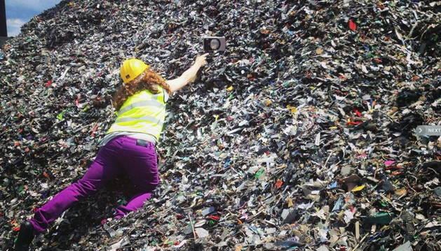 Una artista gallega usa desechos del Támesis para su obra