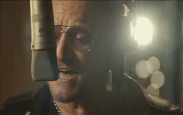 Bono podría no volver a tocar la guitarra nunca más