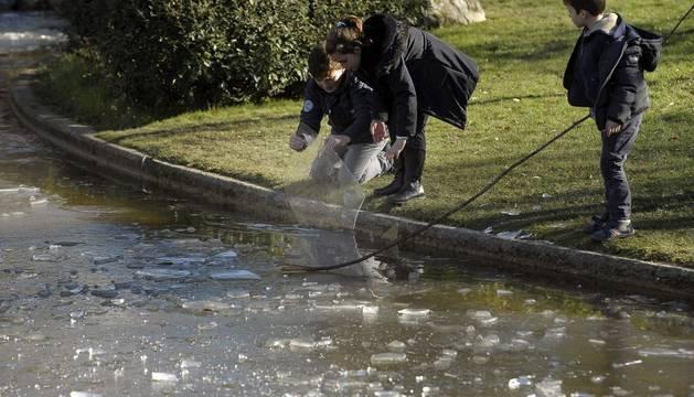 El lago de Yamaguchi en Pamplona, este sábado, helado