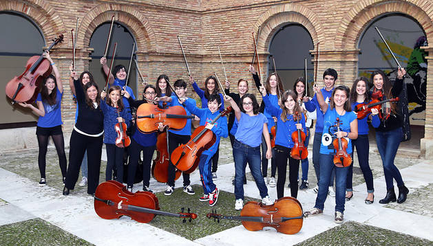 Con esta alegría posaron los integrantes de la orquesta de cuerda del conservatorio tudelano.
