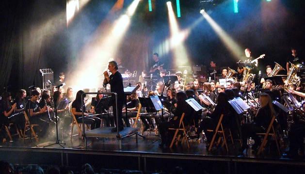 Instante de la interpretación de una de las piezas que compusieron el repertorio de la Banda de Música de Valtierra.
