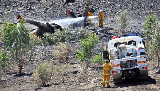 Bomberos combaten el fuego cerca de Adelaide (Australia).