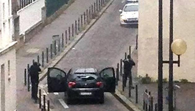 Al menos once personas han muerto este miércoles en un tiroteo  contra la sede del semanario satírico francés 'Charlie Hebdo'  ocurrido este mediodía en París.
