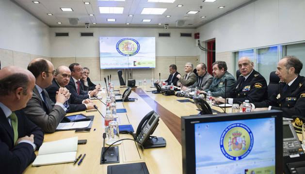 Jorge Fernández, durante la reunión con los responsables de la lucha antiterrorista
