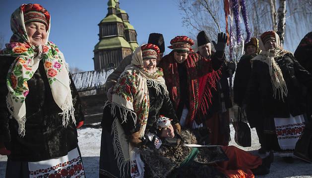 Miembros de la Iglesia Ortodoxa Ucranianaen el pueblo de Pirogovo, cerca de Kiev.