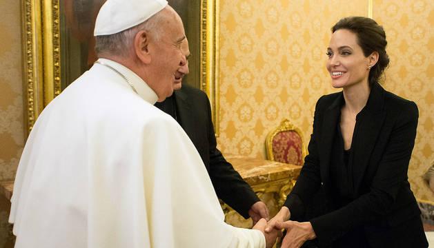 Encuentro de Angelina Jolie y el papa Francisco