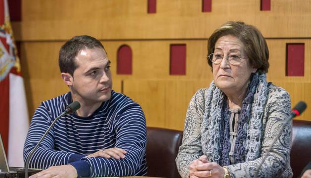 Ana Herrero, la madre de Borja Lázaro Herrero, el joven vitoriano desaparecido el 8 de enero de 2014 en La Guajira, al norte de Colombia, Ana Herrero (i), y su hermano Sergio