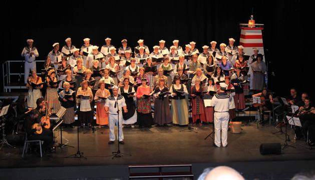 Unas 500 personas asisten al concierto de Reyes
