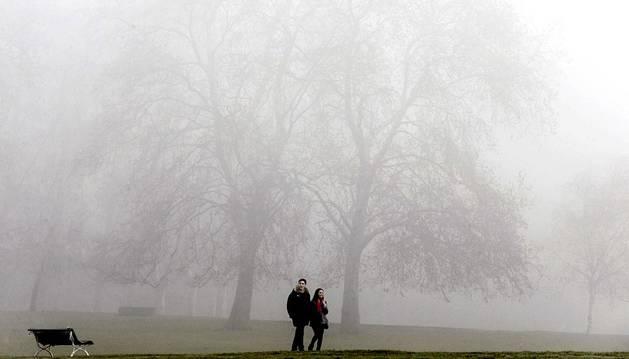 La niebla ha cubierto Pamplona en las primeras horas de este sábado