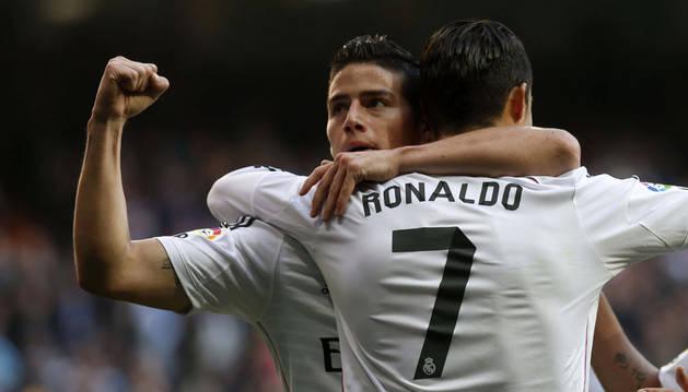 James celebra su gol con Cristiano