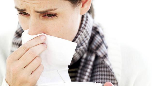 La gripe es una enfermedad causada por virus cuya transmisión es por vía aérea.