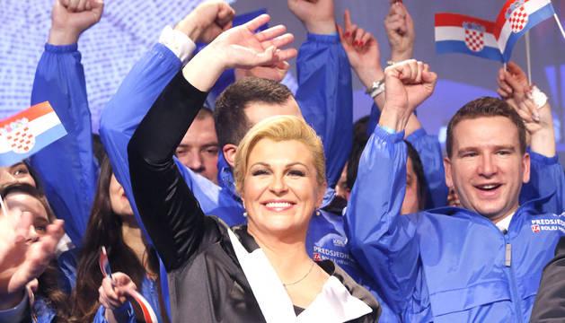 Kolinda Grabar Kitarovic, celebrando su victoria.