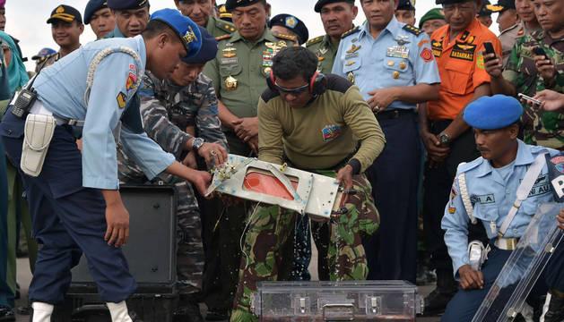 Recuperan la segunda caja negra del avión de AirAsia