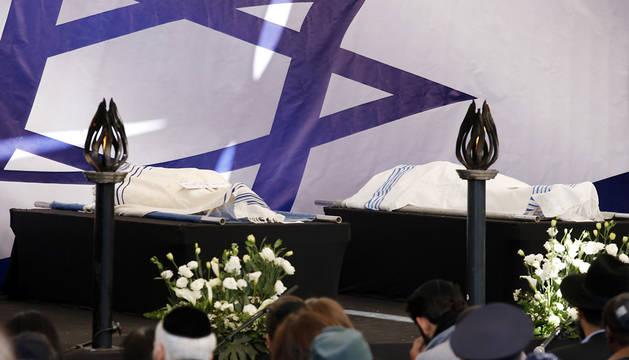Los cuerpos de dos de las víctimas del ataque al supermercado.