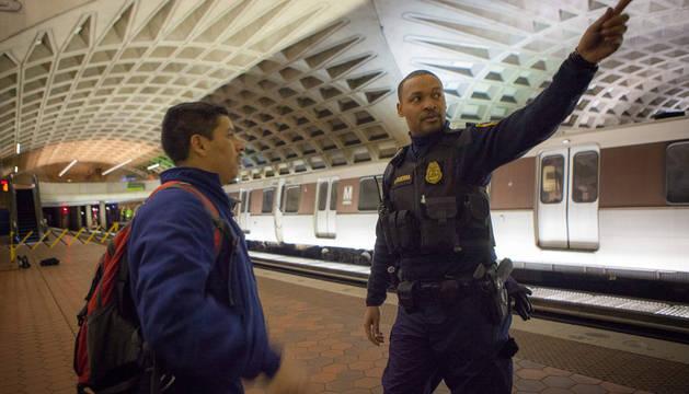 Un muerto tras llenarse de humo un túnel del metro de Washington