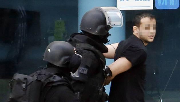 Detenido el hombre que mantenía dos rehenes cerca de París