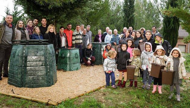 Algunas familias participantes en el compostaje comunitario