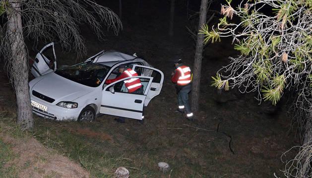 Los servicios de emergencia, en el lugar el accidente.