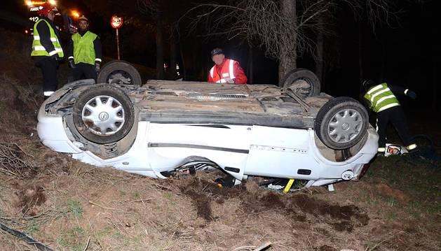 Dos fallecidos y tres heridos graves en dos accidentes en Funes y Tiebas