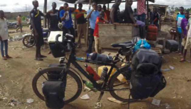 Una aventura solidaria por el mundo en bicicleta