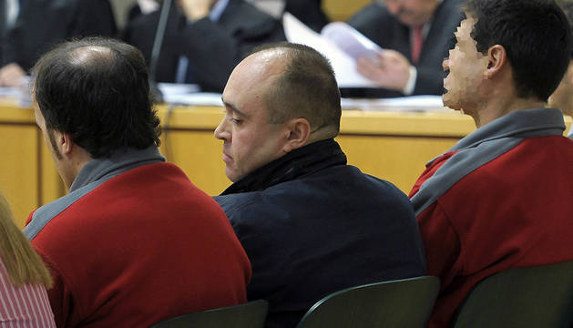 Iñaki Gil San Sebastián (c), durante el inicio del juicio en Pamplona.