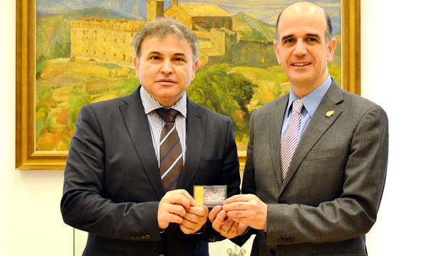 Catalán con Pedro González, presidente del Consejo Escolar de Navarra.