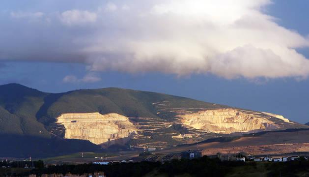 Vista de las canteras de Alaiz desde Ororbia.
