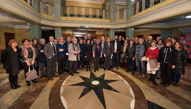 El consejero de Cultura, acompañado por artistas y entidades que cuentan con proyectos MECNA