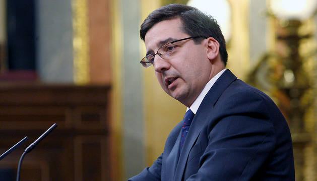 El diputado de UPN Carlos Salvador, durante su intervención en el pleno en el Congreso