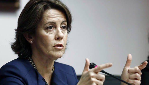 La presidenta del Gobierno foral, Yolanda Barcina, durante su comparecencia en la Comisión de Régimen Foral