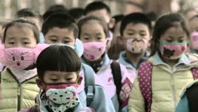 'Los viajes del smog', un corto plagado de mascarillas
