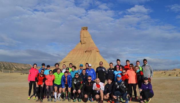 Participantes de un entrenamiento de Corriendoporelmundo en las Bardenas