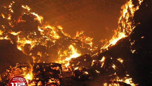 Un incendio destruye una nave agrícola en Urbiola