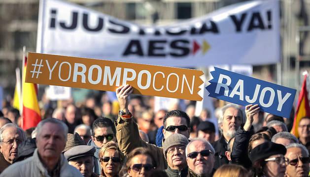 Protesta de la AVT en la madrileña plaza de Colón contra el Gobierno