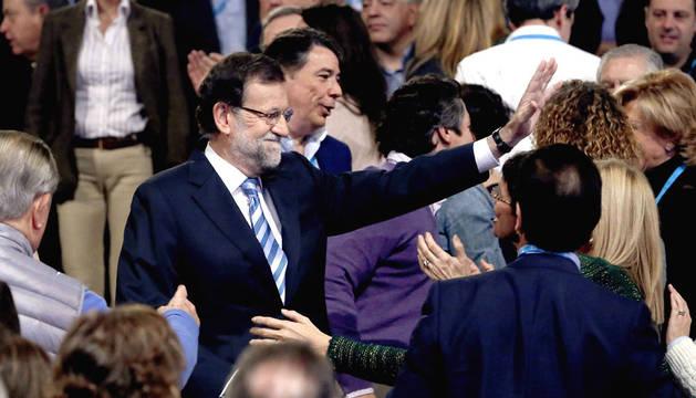 Rajoy, junto con militantes del PP, en la clausura de la convención del partido.