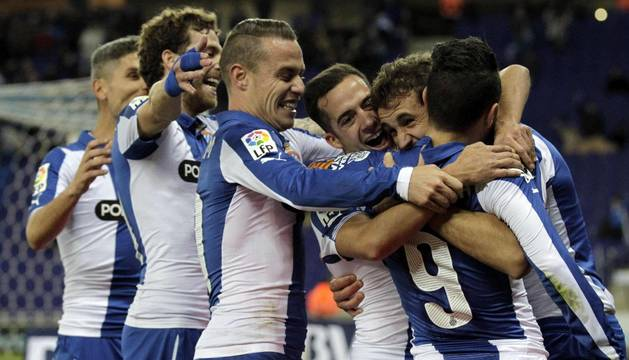 Stuani celebra uno de sus goles contra el Almería
