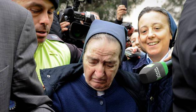 Sor María, a la salida de los juzgados en Madrid.